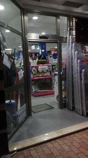 Puerta de cristal rápida de 1 hoja Farem Holux en silla manteniendo frente actual sin obras