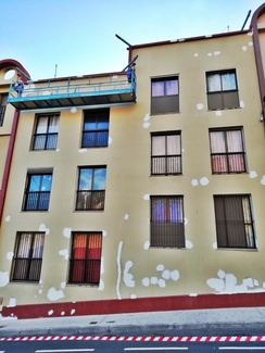 Rehabilitación de fachadas con equipo de elevación eléctrico. Tenerife.