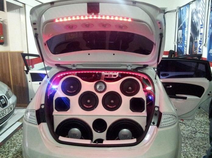 Bandeja de sonidos para coche
