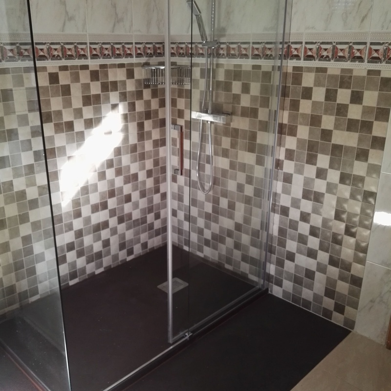 Cambio de bañera por plato de ducha: Mamparas, Cocinas y Baños de F. Alba, cocinas y baños