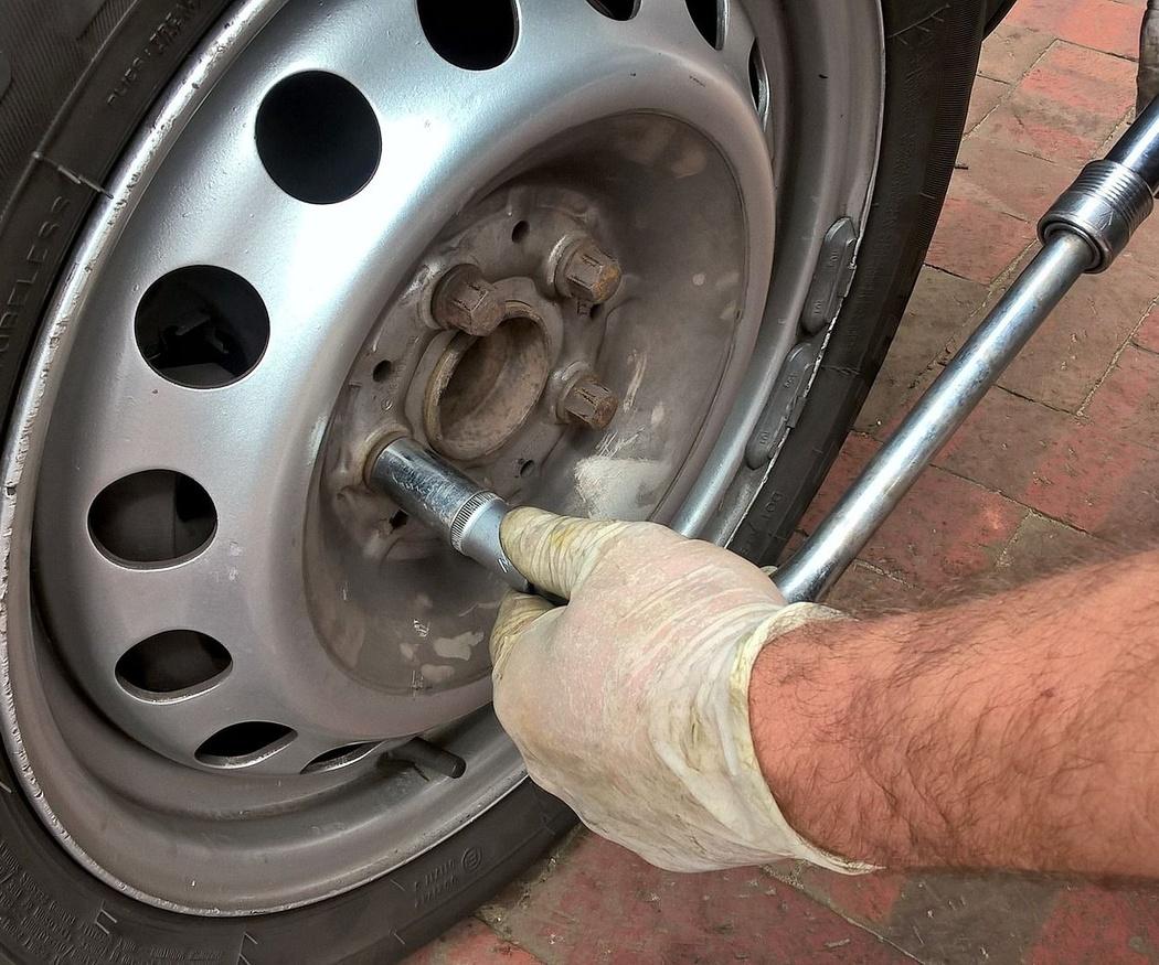 Qué no hay que hacer al cambiar los neumáticos