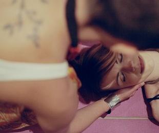 El masaje cuerpo a cuerpo: qué es y todo lo que se debe saber