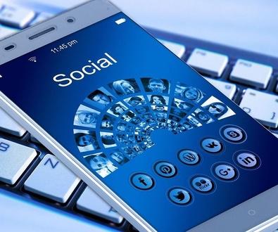 Niños, móvil y redes sociales: ¿Educar o prohibir?