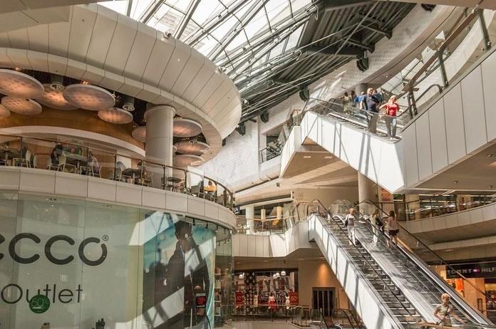 Aumentan un 4,9% los negocios en España