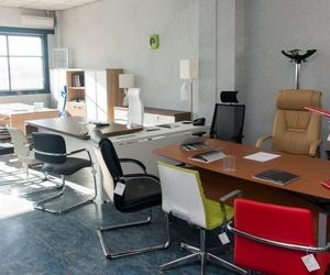 Te ofrecemos desde mobiliario, hasta sillería y complementos como papeleras y percheros