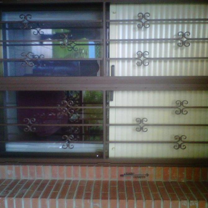 Pros y contras de las puertas abatibles y las correderas