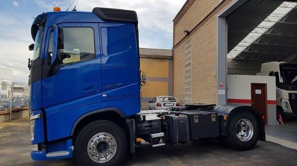 VOLVO FH 460 EURO6 AUT. RETARDER VEB+ XENON IPARK COOL ADR EQ. HIDR.: Camiones de Autotruck Salamanca
