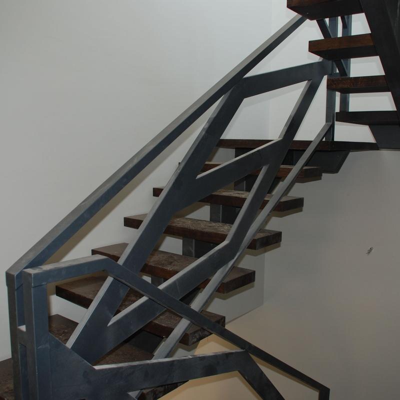 Escaleras de hierro para interior: Productos y servicios de Cerrajería Titulcia
