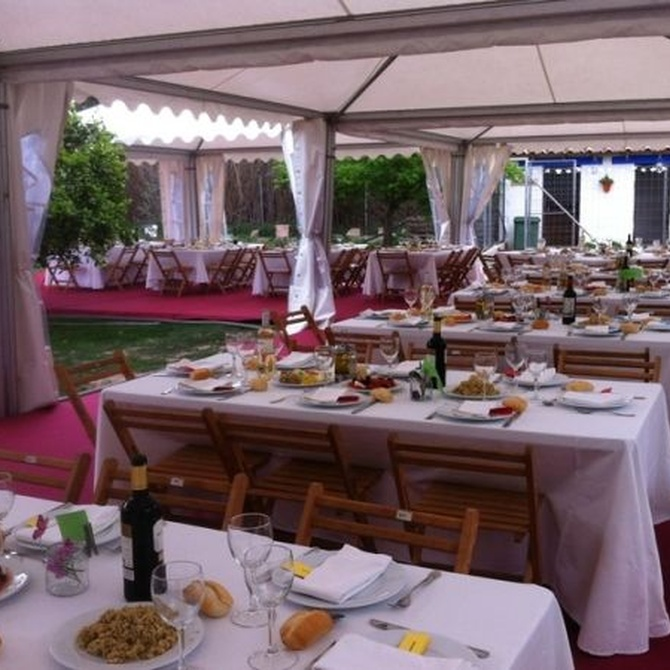 ¿Qué tipo de mesa es la más adecuada para la celebración de eventos?