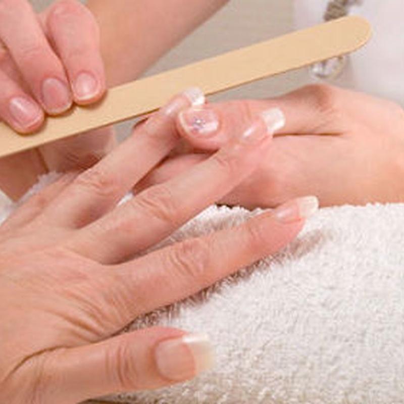 Manicura y pedicura: Servicios de Arminza Peluquería