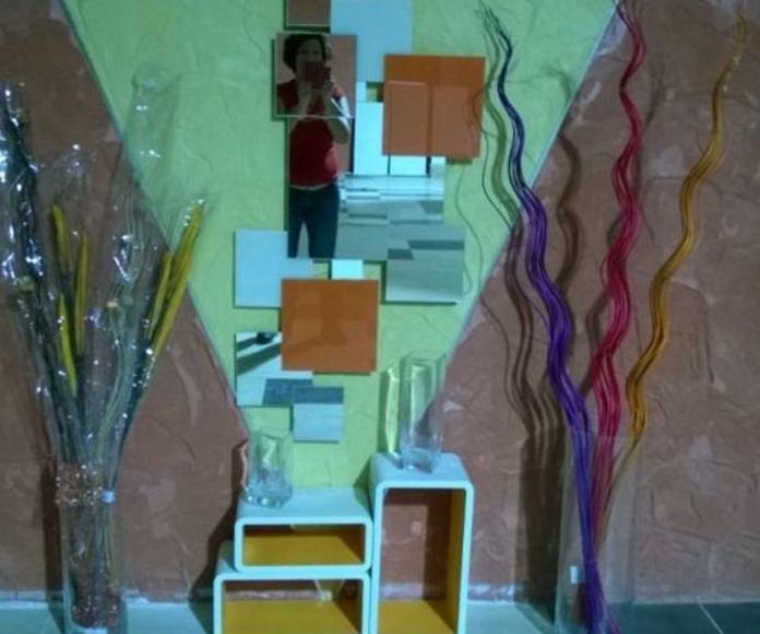 Mural espejo y vidrio de colores