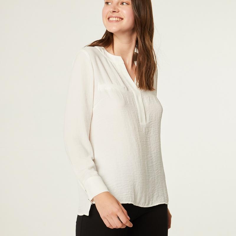 Blusa color blanco de manga larga: Catálogo de Manuela Lencería