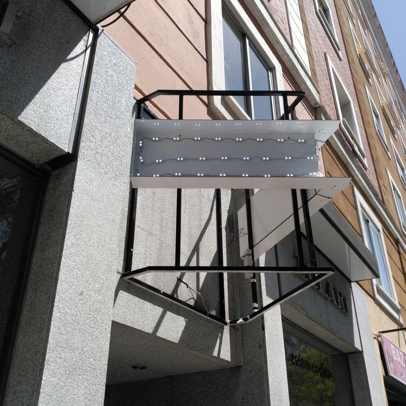 Bastidor en cerrajería para montaje de bandeja angular iluminación LED