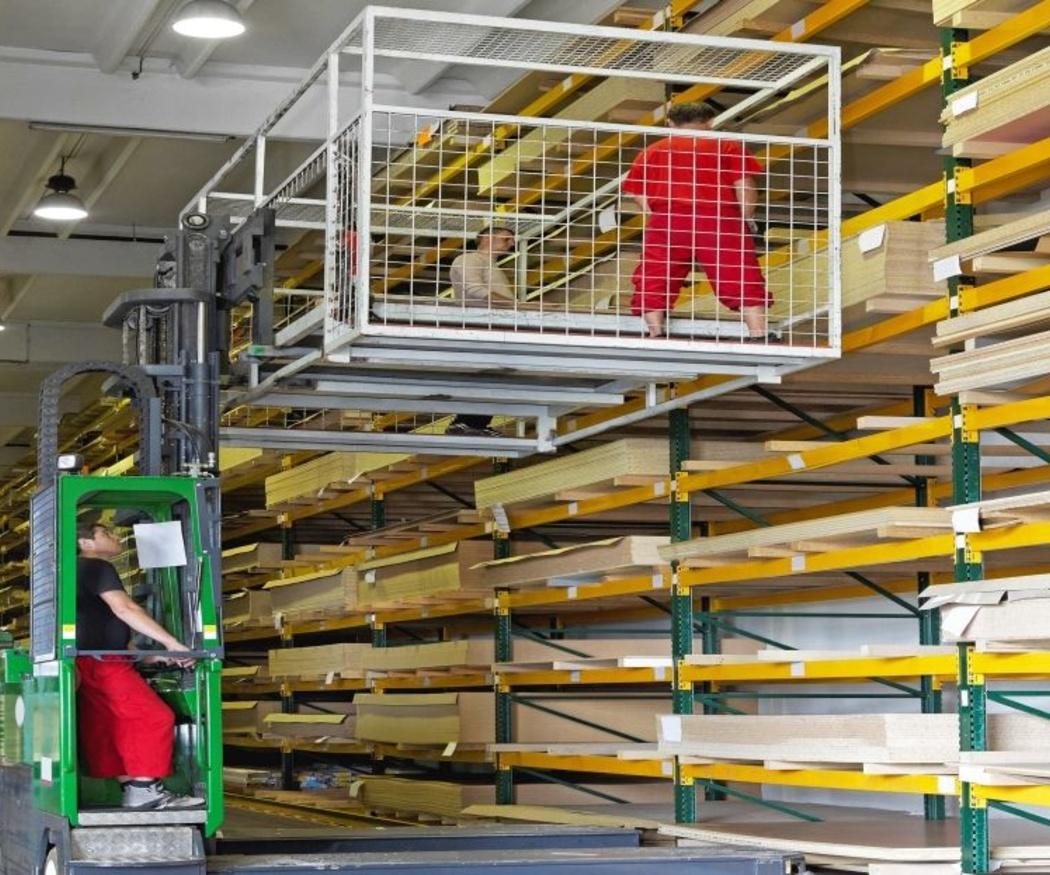 Usos y utilidad de las carretillas elevadoras