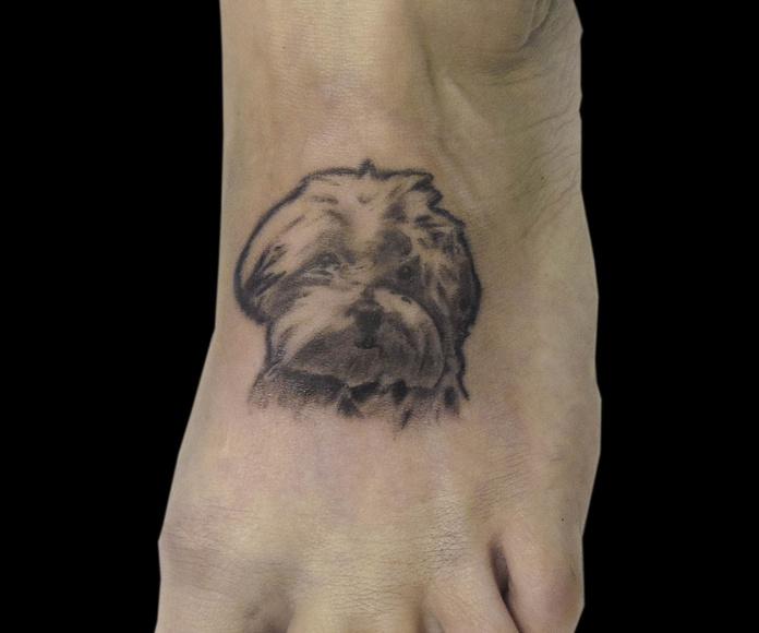 Tatuaje de perro en Chus Tattoo