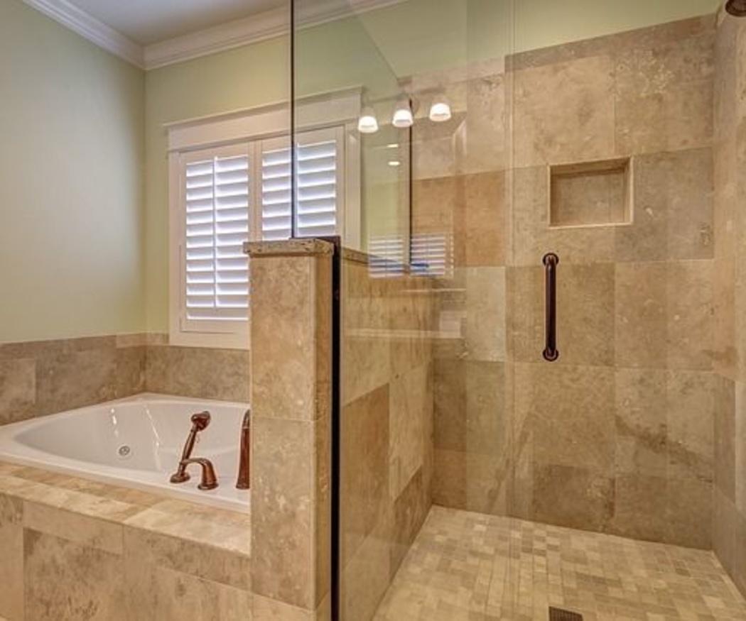 ¿En qué debemos fijarnos al elegir una mampara de ducha?