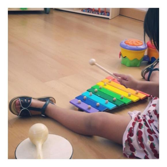 Música: Servicios e Instalaciones of KIRIKOU - KARAVAC - EL SABIO 2