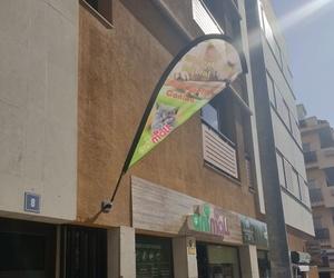 Nueva publicidad en formato de banderola lágrima 1,80cm en  Tienda Mascotas ANIMALL