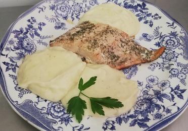 5 - Salmón al horno con puré de patatas casero