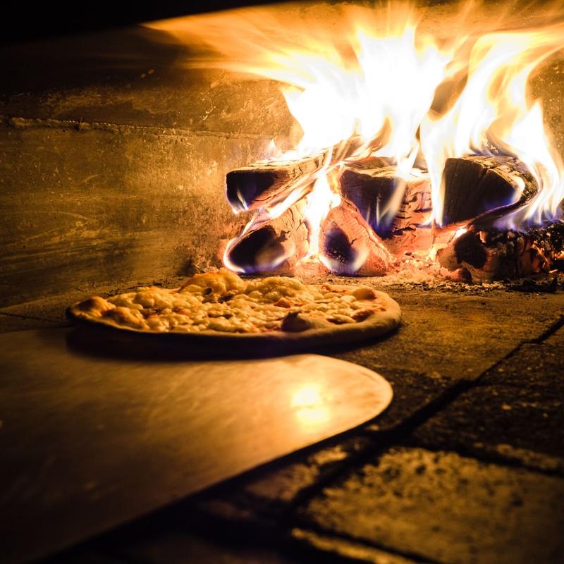Pasta Pizza: Carta de Tapas y Raciones de Restaurante La Plazuela