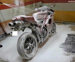 Motos lavado a mano AD15
