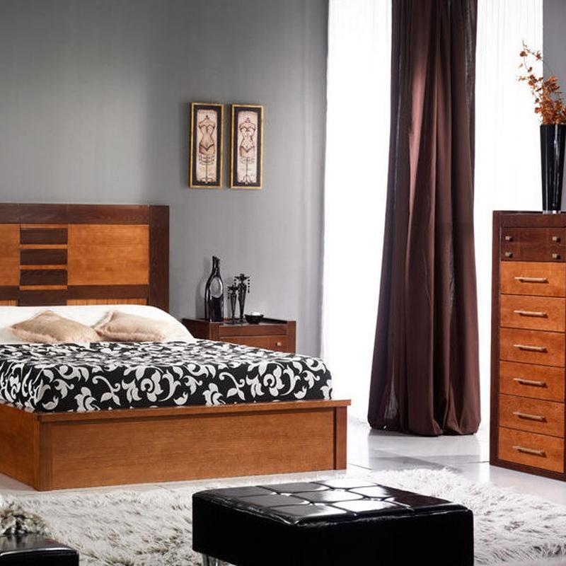 dormitorio en castaño macizo, con canape de madera.