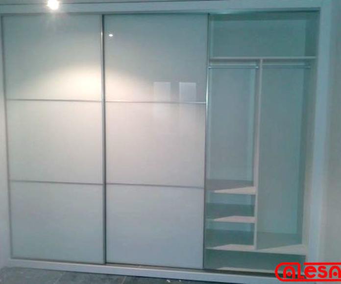 Frente armario 3 paneles DECOCRISTAL blanco con perfilería Minimal aluminio plata.