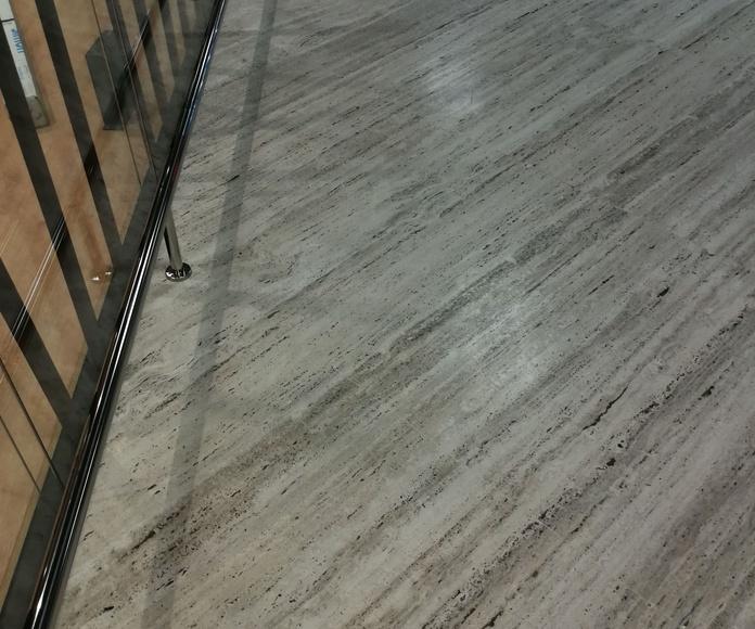 Paragolpes de acero inoxidable para sala vip del aeropuerto de Sevilla.