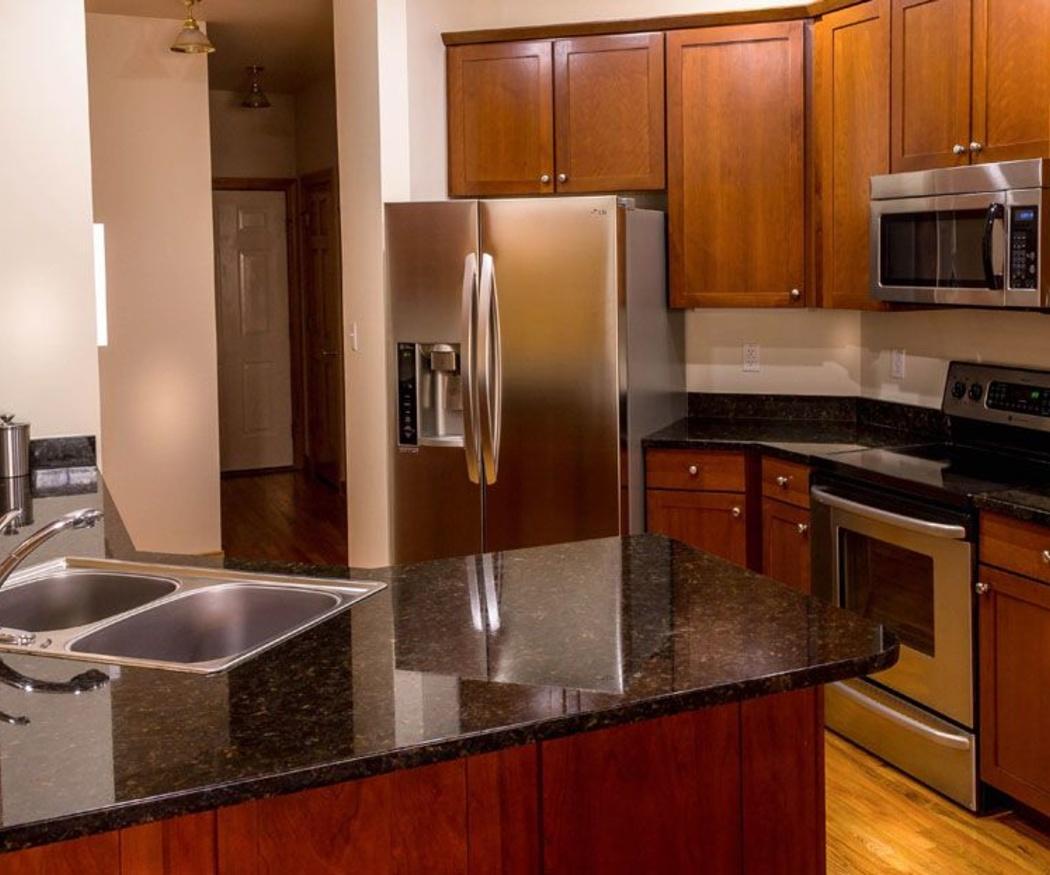 Materiales para la encimera de tu nueva cocina (II): madera, corian y acero