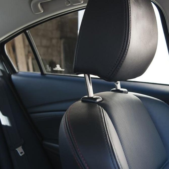 Utiliza el cinturón de seguridad por protección o por economía