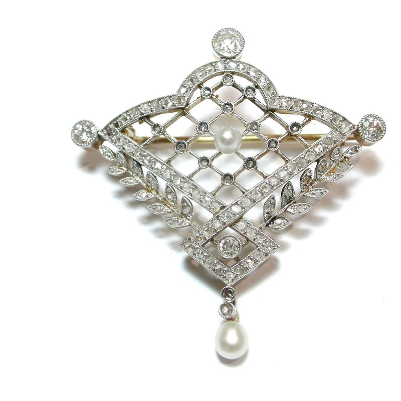Broche- pendentif de oro, platino, diamantes y perlas. Circa: 1900-1910.: Catálogo de Antigua Joyeros