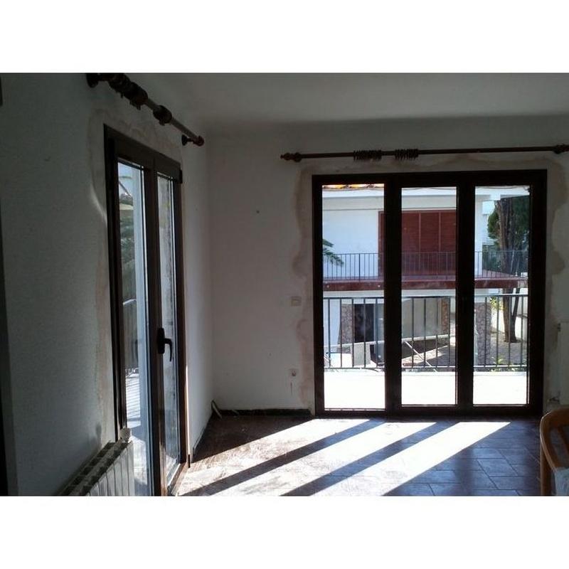 Ventanas y puertas de aluminio : Servicios de Aluminis i PVC Baix Ter