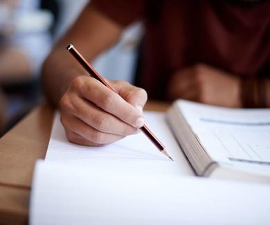 Reserva ya tus libros de texto. ¡Llévate un 10% de descuento!