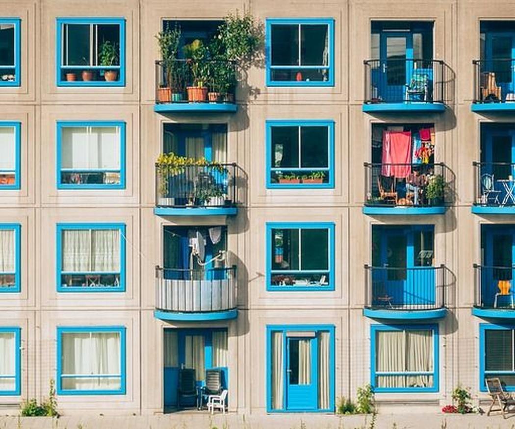 Ventanas de colores, la nueva tendencia de decoración de este año