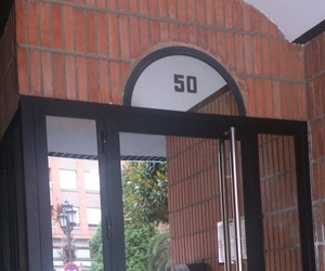 Puerta de aluminio Oviedo