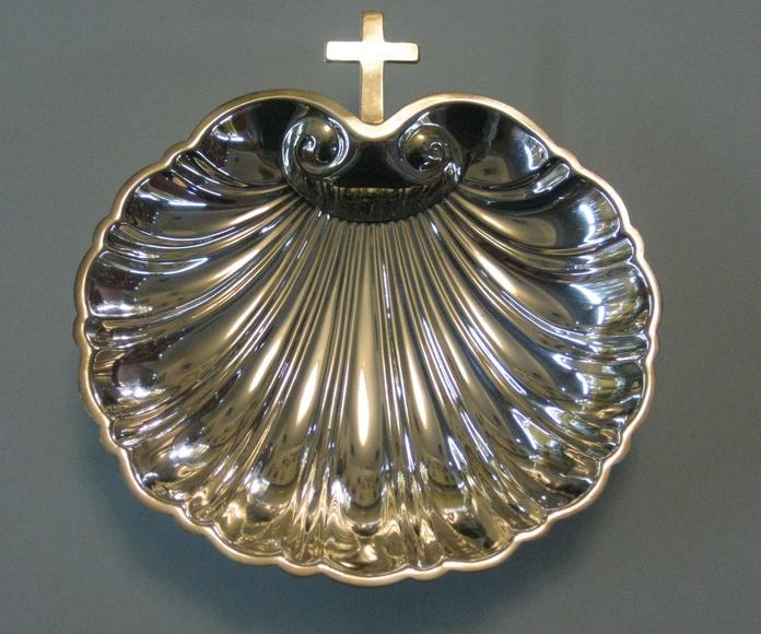 CONCHA BAUTISMAL CON CRUZ: Catalogo de plata de Vera Orfebre