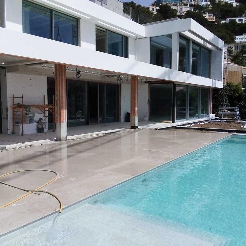 EN CONSTRUCCIÓN;  espectacular vivienda en Cala Llamp: Obras realizadas de Construcciones Ses Planes  d'Alaró
