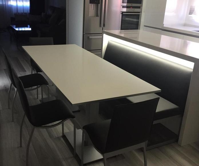 Instalación para cocina con Mesa ,sillas y banco: Productos y servicios de Comume