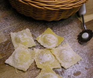 Ravioles frescos de provolone y cebolla confitada