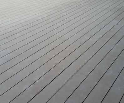 Tarima Tecnológica de exteriores en terraza. Avda. de San Luis, 95