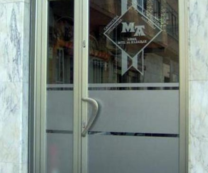 Puertas de portal: Catálogo de Ventanas de Aluminio Miguel
