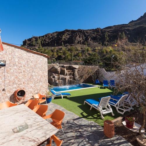 Casa Elisa en Fataga. Zona de jardín y piscina