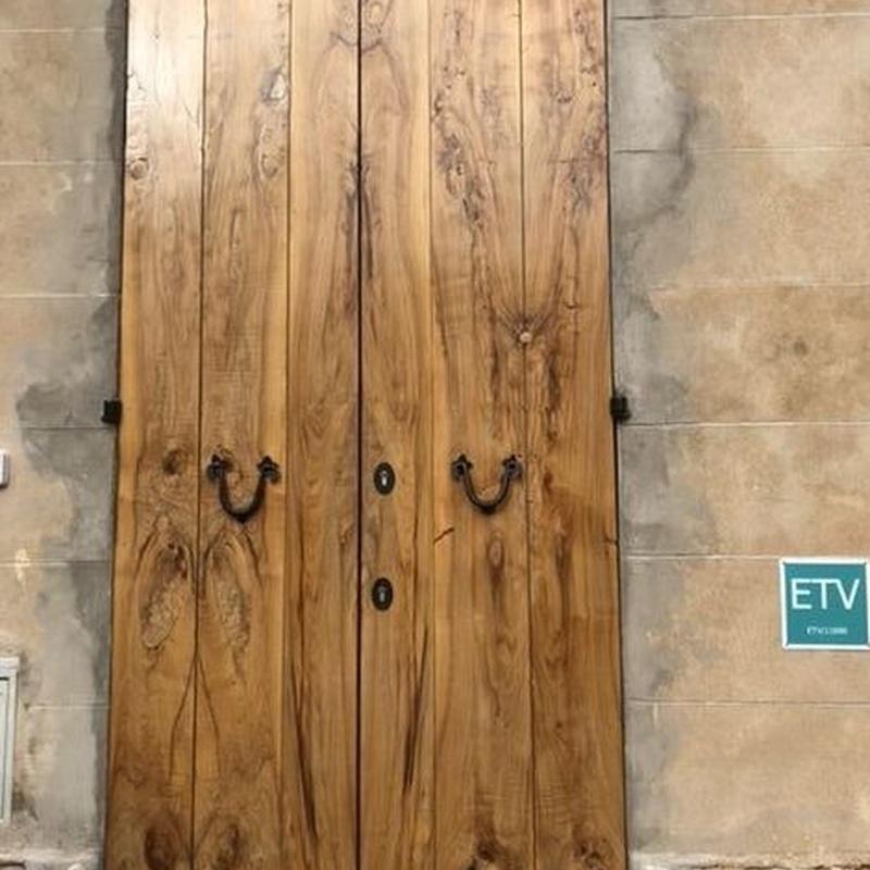 Puerta de olivo, barnizado mate. Cliente de Mallorca.