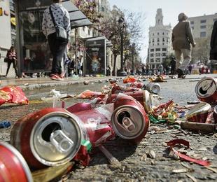 Valencia gasta un millón de euros más en limpiar los residuos de Fallas