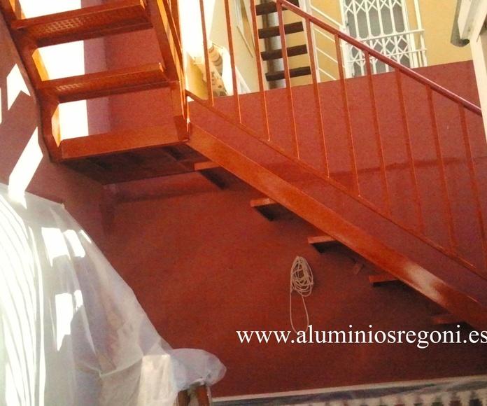 Escalera recta con escalón de punta de diamante