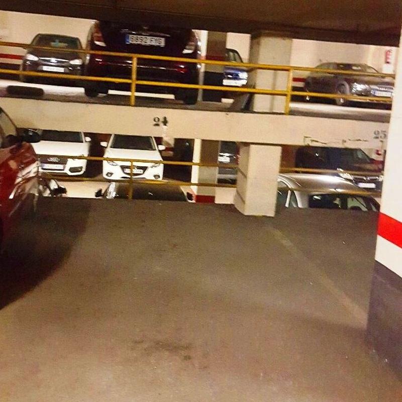 Plaza para coche medio/grande