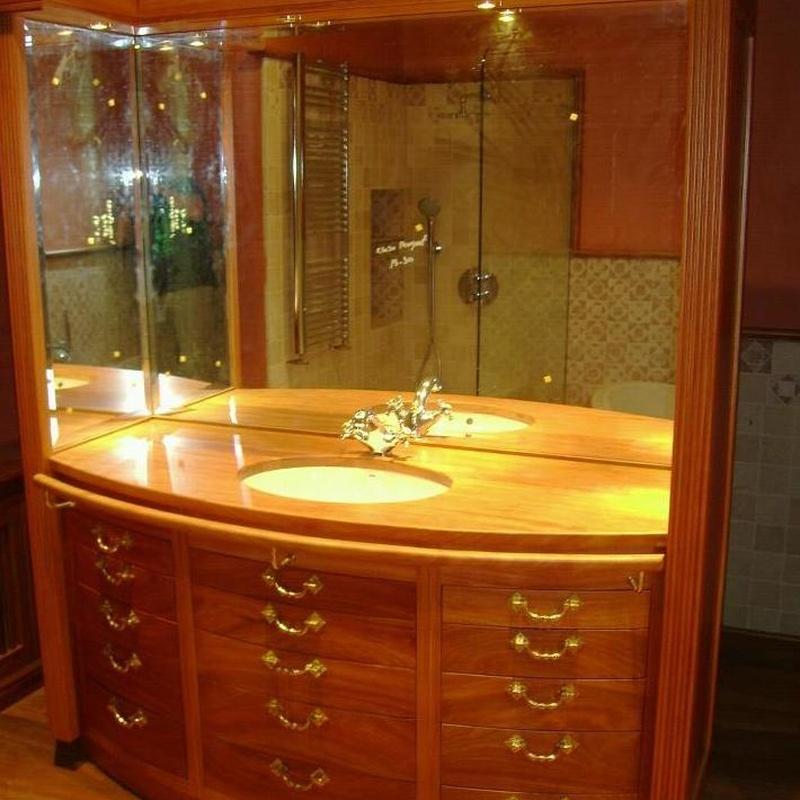 Mueble fabricado en madera de elondo.