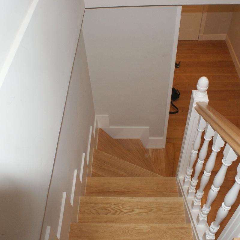 Escaleras a medida de madera lacada: Catálogo de Carpintería Madera y Arte