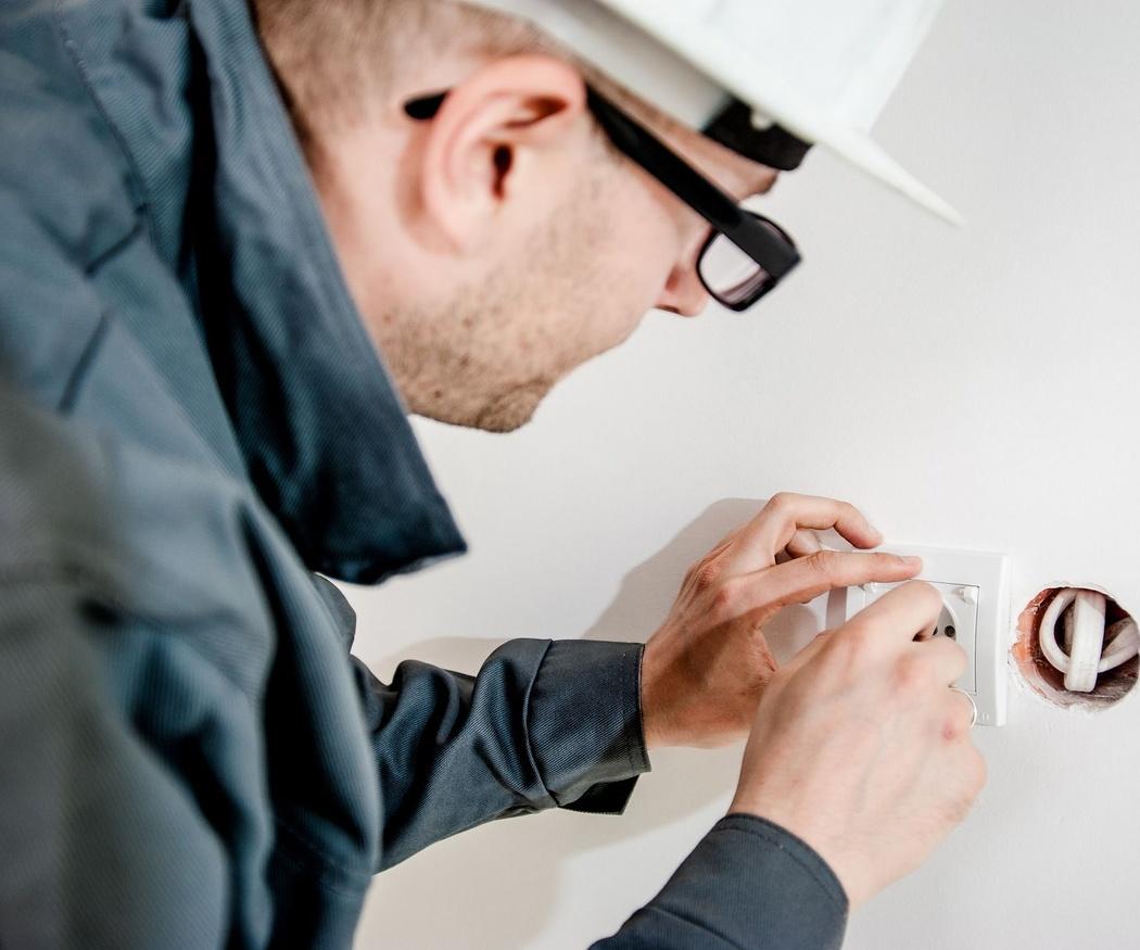 ¿Se deben realizar mantenimientos de las instalaciones eléctricas?