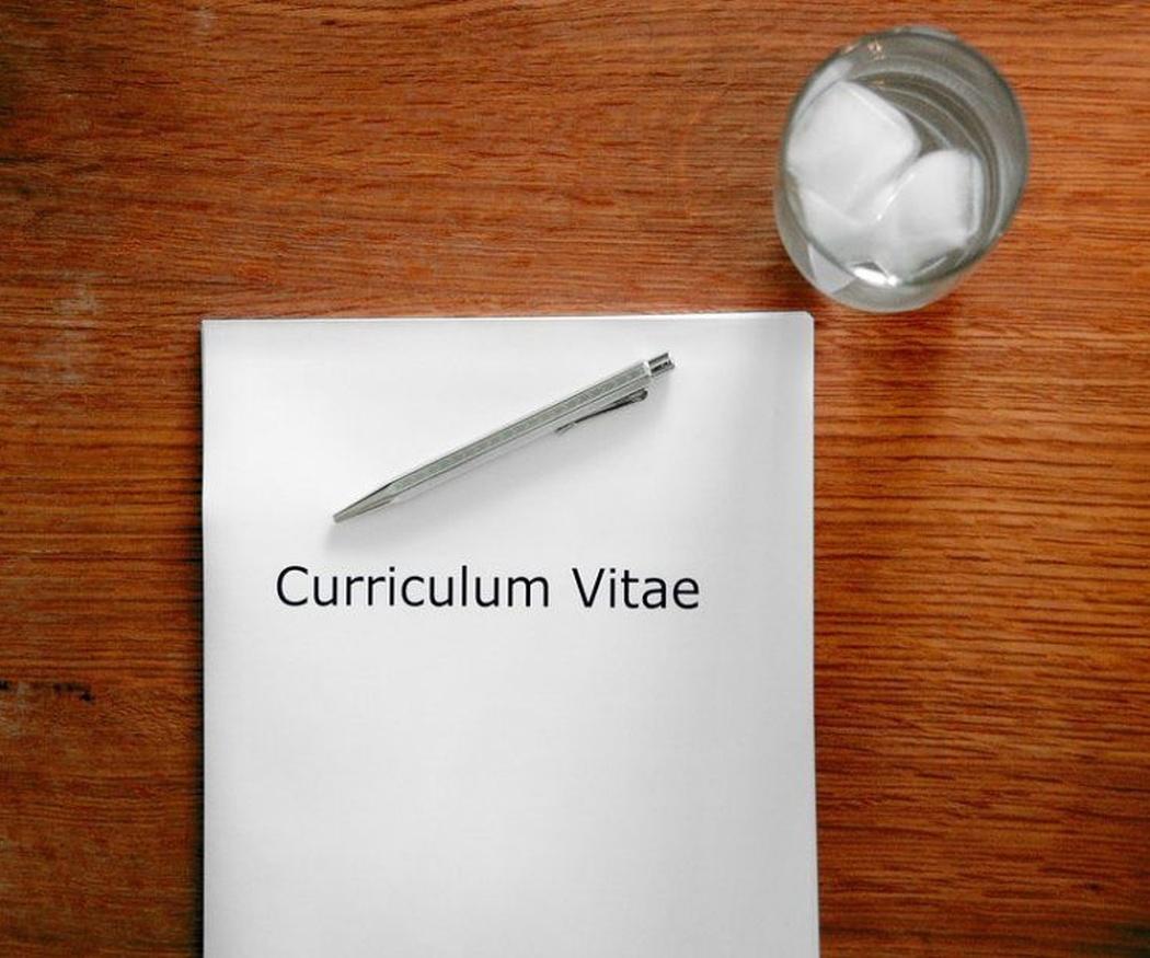 Como debes redactar tu currículo para una empresa británica